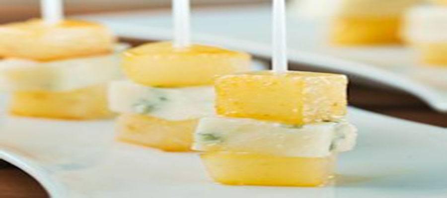 Горгонзола между парчета круша мариновани в мед