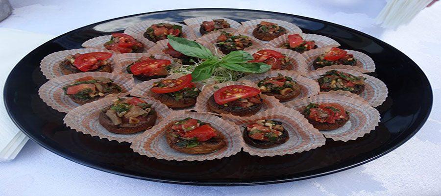 Фаршировани печурки с домат, зелени подправки и  ядки