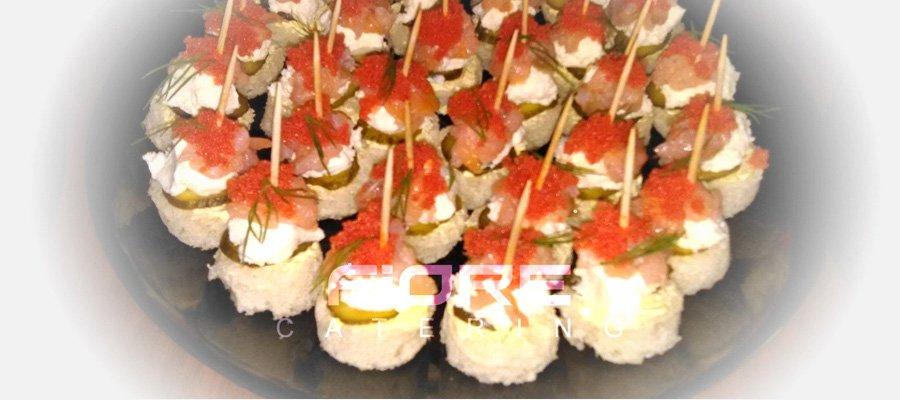Хапки от сьомга с крема, копър и червен хайвер